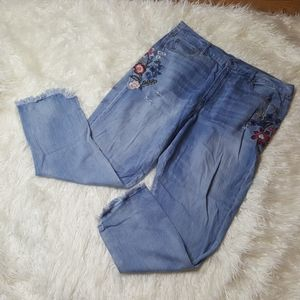 AEO distressed floral embroidered jeans 18 LONG